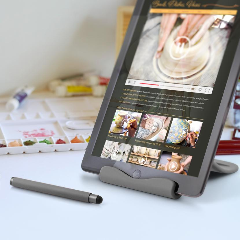 THE HANDY TABLET STAND 3